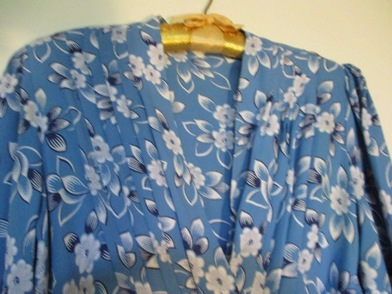 1930's Crepe Blue Dress with White Floral Print - image 2