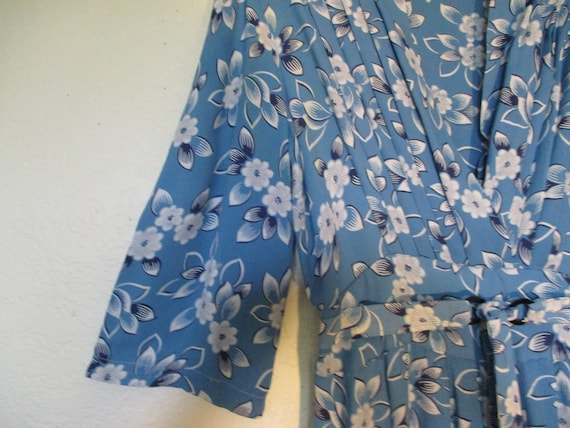 1930's Crepe Blue Dress with White Floral Print - image 5