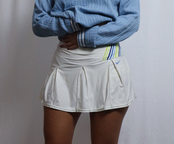 vintage 90s white tennis nike skirt / mini skirt v