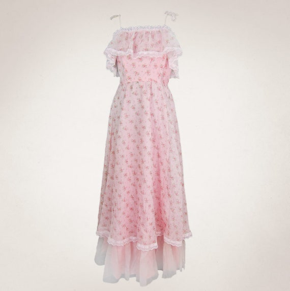Delicate pink rose dress with spagetti straps