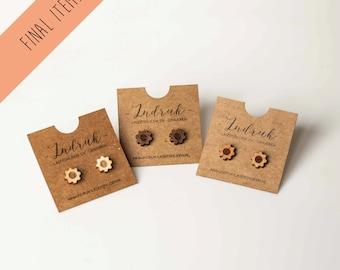 Minimalist wooden earrings - Gear