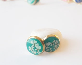Aquamarine and gold real flower stud earring, tiny lace flower jewelry, natural floral fashion, classic style earring, everyday accessory