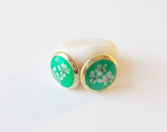 Bright green and gold real flower stud earring, tiny lace flower jewelry, natural floral fashion, classic style earring, everyday accessory