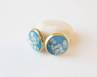 Sky blue and gold real flower stud earring, tiny lace flower jewelry, natural floral fashion, classic style earring, everyday accessory