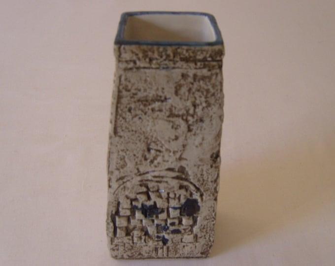 Troika Coffin Vase (283)