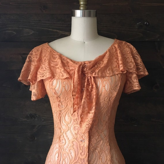 Vintage 70s peach lace dress / 70s does 30s / ruff