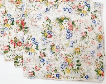 Vintage 80s White Floral Cloth Napkins - Zero Waste - Reusable - Retro Floral Bouquet - Serged Edges - Sustainable Eco Housewarming Gift