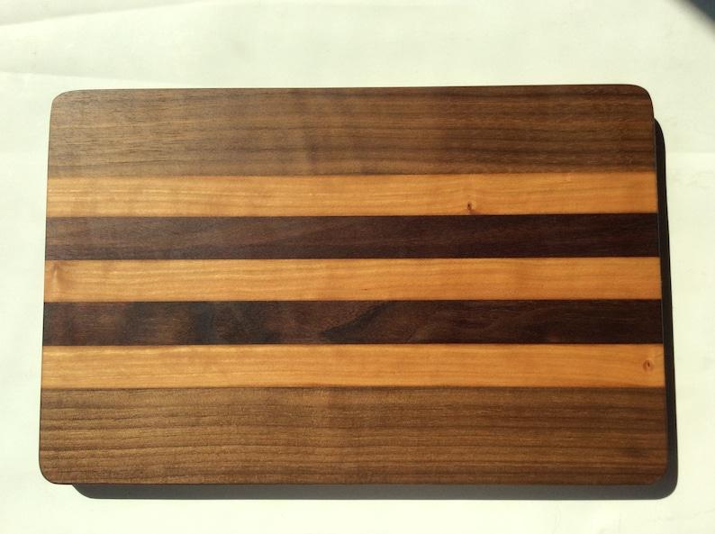 Hardwood Cutting board made of black walnut and cherry wood