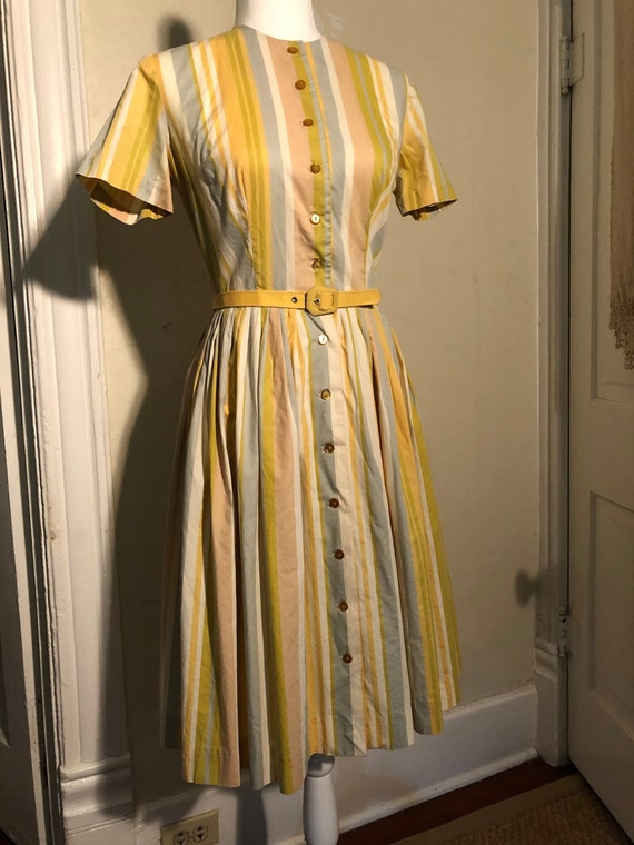 1950s Vintage Shirtwaist House Dress