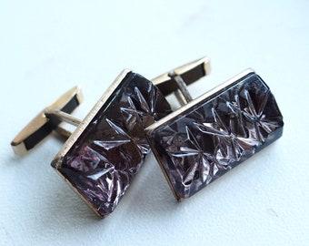 Elegant and bright square Murano glass cufflinks.