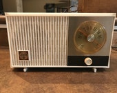 Restored Working Zenith K508W quot Emblem quot AM Tube Radio Pristine White Plastic Case From 1964
