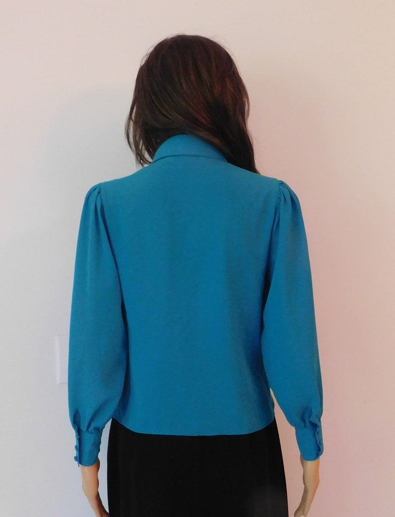 Chaus vintage blouse-great for above the keyboard meeting-secretary-Size 4-teal blue-pleated front with hidden buttons-Free shipping