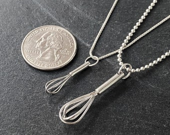 Mini wire whisk necklace