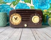 Vintage Telechron Electric Clock Radio - 1940s Art Deco Style Clock Decor