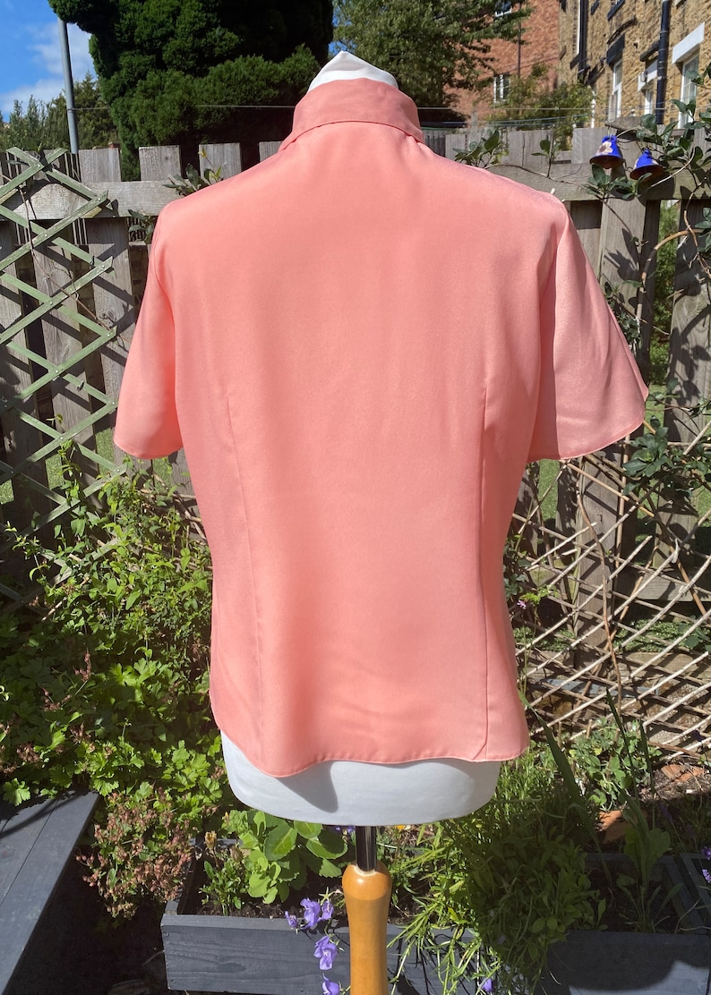 silky salmon pink button up blouse short sleeves Approx UK size  14-16 placket detail rounded collar Eighties does fifties blouse