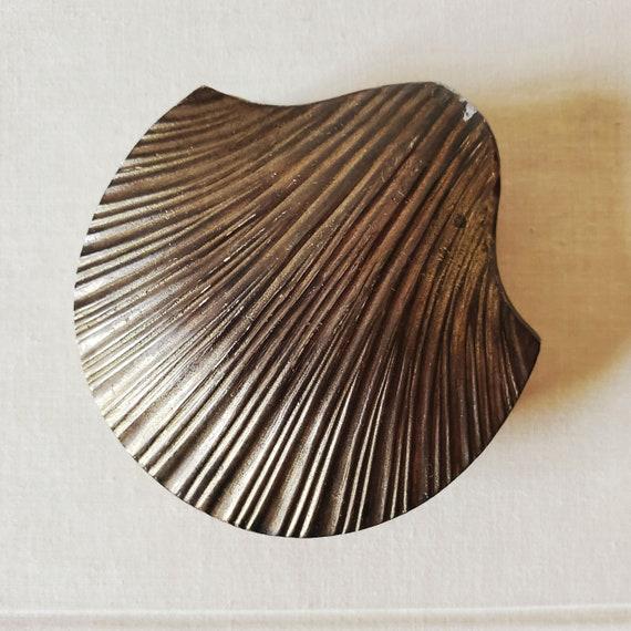 Vintage brass seashell trinket box. Clam shell ring dish, jewelry holder, change dish.