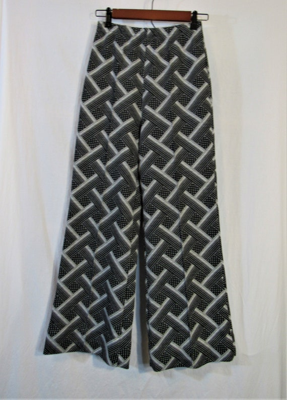 1970s Jantzen Black & White Polyester Knit Basketw