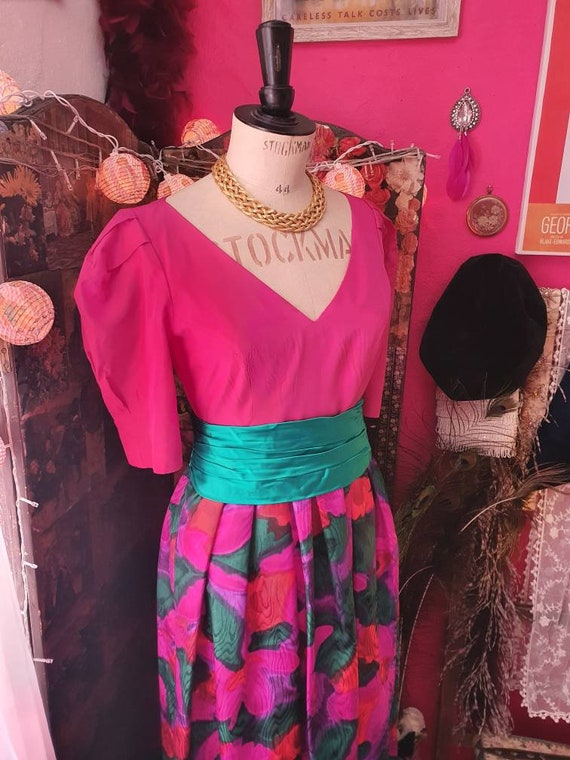 Gorgeous 80s style Puff Sleeved Belted Dress