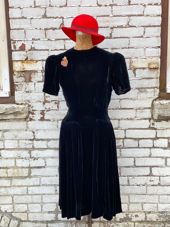 Vintage 1930s Velvet Puff Shoulder Dress