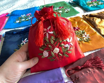 Embroidered Dice Bag for DNd DIce SEt, FLOWER Inspired ZIpper POuch, Embroidered BAg for RPG Dice, Dungeons & Dragons