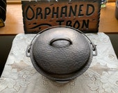 GORGEOUS Wagner 8 Hammered Dutch Oven