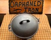 Wagner 8 Stylized Logo Cast Iron Dutch Oven