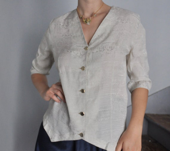 50s Era Vintage Blouse Gray Size 10: A cute 34 pleated front princess sleeve button detail linen textured top shirt with a 38 inch waist