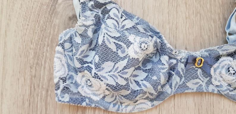 Vintage Amourette by Triumph Bra \u01c0 90/'s Amourette Bra \u01c0 Baby Blue Color \u01c0 White Rose Design \u01c0 90B