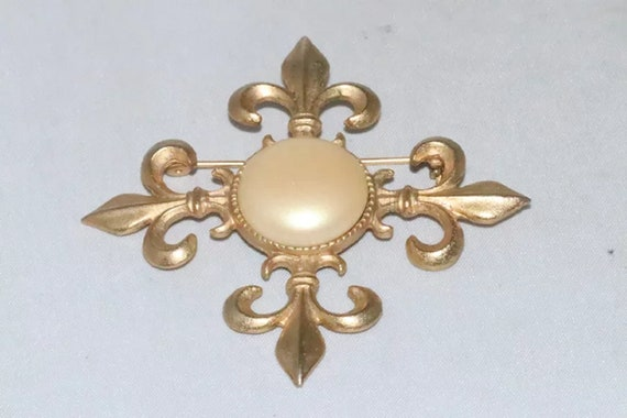 Vintage Synthetic Pearl Brooch - image 2