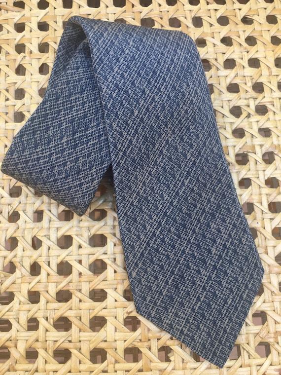 Valentino tie silk/ Vintage tie Designer 55468 Val