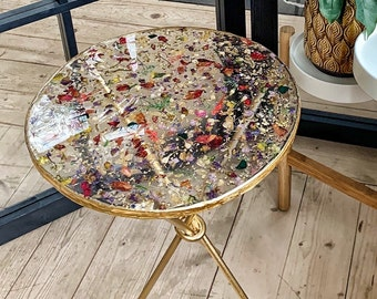 Epoxy resin table with pressed flowers, Clear round coffee table gold, Side table top with dry flowers