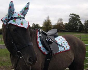 Santa Claus Christmas Horse Saddle Pad and Fly Veil Set Equestrian Tack Zainee Pony