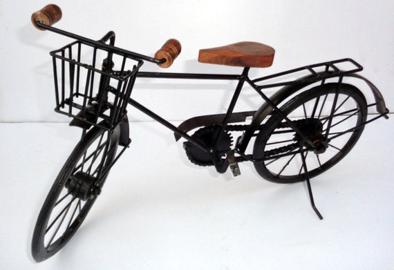 Handicrafts Antique Wooden /& Iron Cycle Table Top Cycle Showpiece Decorative