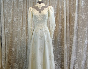 Vintage Wedding dress lace with Hooped petticoat all nottingham lace fully lined small train size uk 12 no damage Cinderella princess style