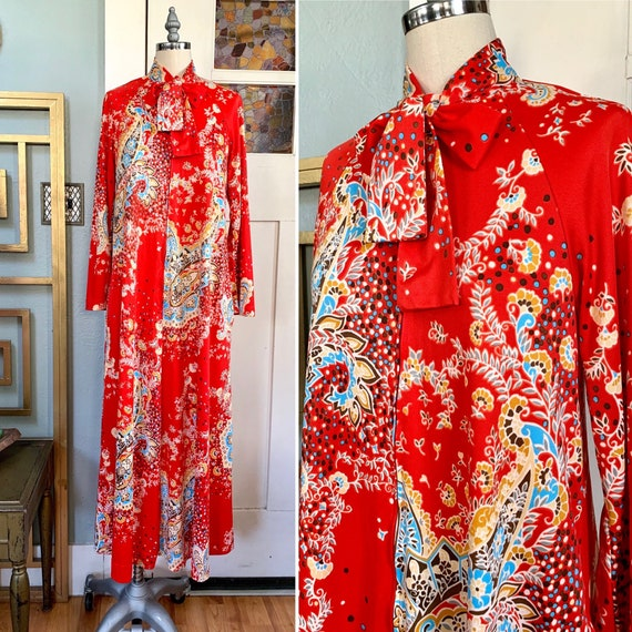 Vintage 70s Red with Floral Paisley Print Lounging