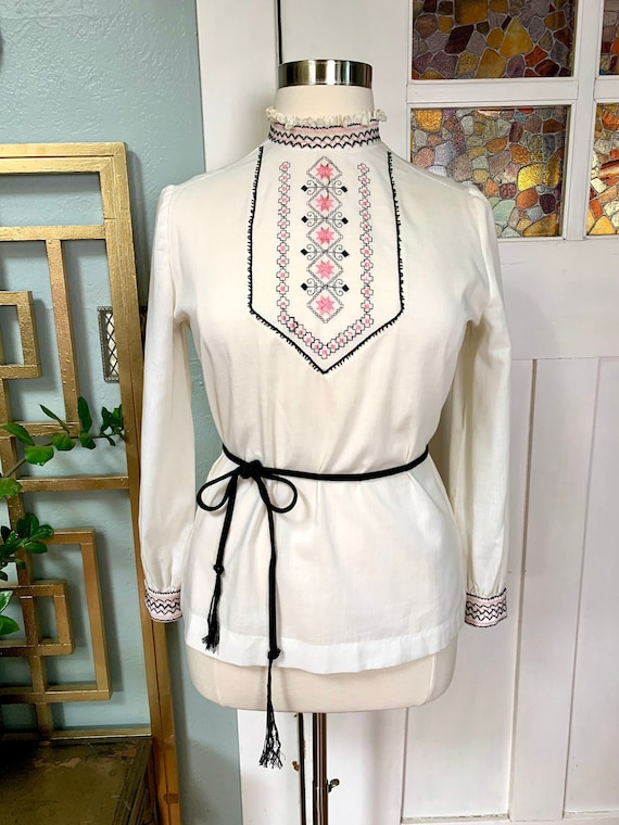 Vintage 60s Bohemian Embroidered Blouse with Smock