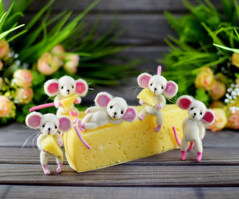 Crochet Pattern of the famous Little Mouse  dress image 2