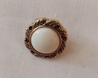 Set of 6 Buttons with White Center