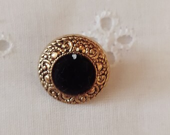 Round Button with Velvet Like Center
