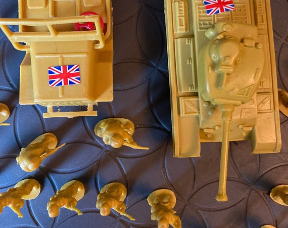 80 Vintage Plastic Toy Soldiers Infantry WWII British infantry set 1:32 54 mm - Plastic WWII Jeep and Tank