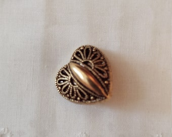 Set of 6 - Vintage Heart Button