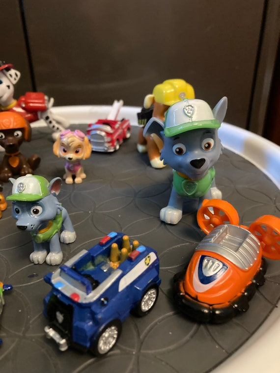 PAW Patrol, Movie Pups Gift Pack with 10 Collectible Toy Figures and 4 Small Vehicles, Kids Toys for Ages 3 and up