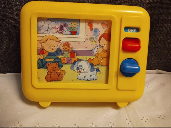 1990 Yellow Shelcore Musical Windup TV Radio with Moving Screen