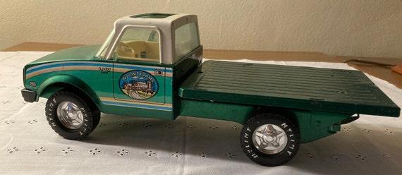 1970's Nyflint Farm Flatbed Green Truck