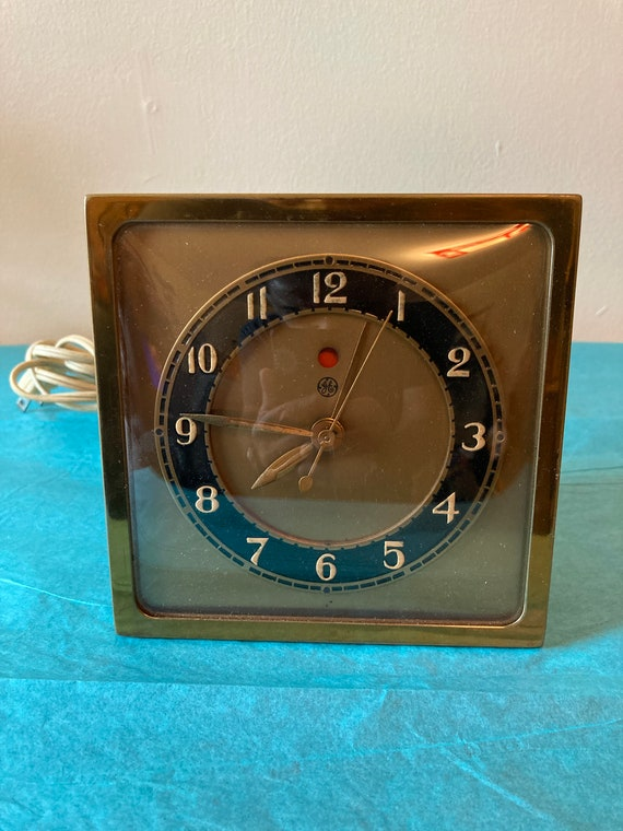 Vintage General Electric GE Debutante Telechron Shelf Alarm Clock 7F54 Red Dot