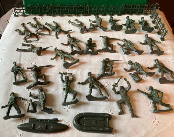 Rare Vintage 2 Inch Plastic Army Men - Green Army Men Lot of 26 with Two Boats and 5 Fence Sections