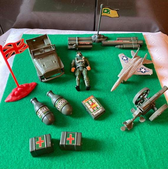 13 Piece British Army Set - British Army Plastic Toy Set