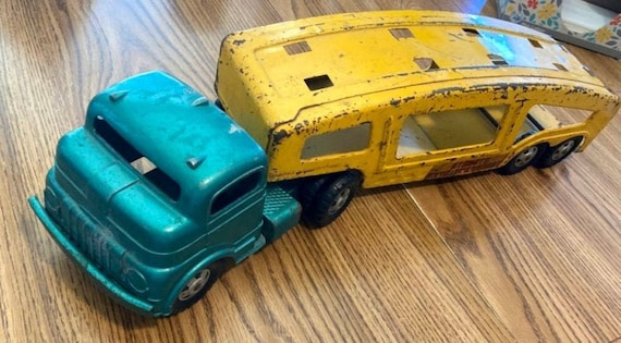 1950's Vintage Structo Pressed Steel Auto Transport Car Carrier with Ramp