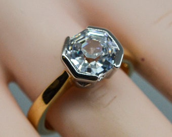 Gold tone with colorless crystal womens ring, size 7 1/2
