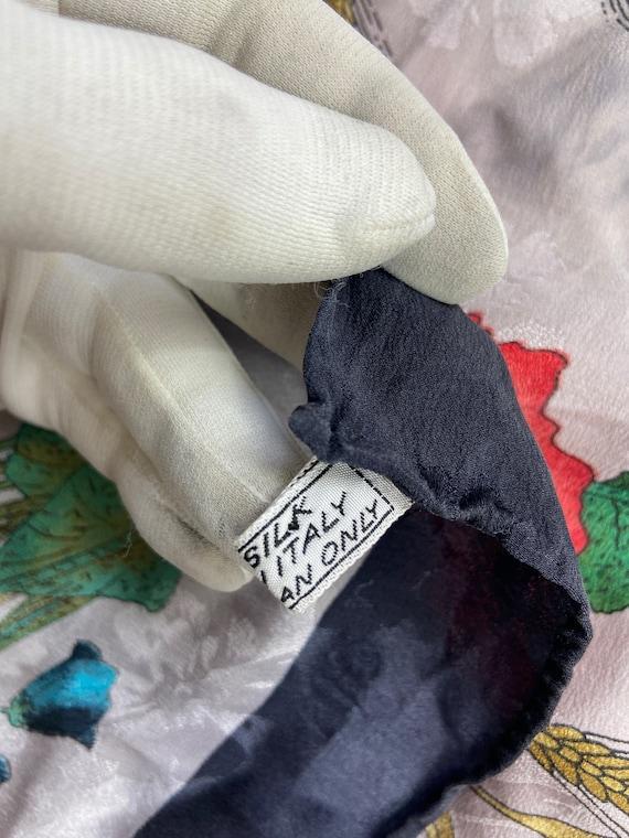 Vintage Gucci Floral Pattern Large Silk Scarf Squ… - image 4